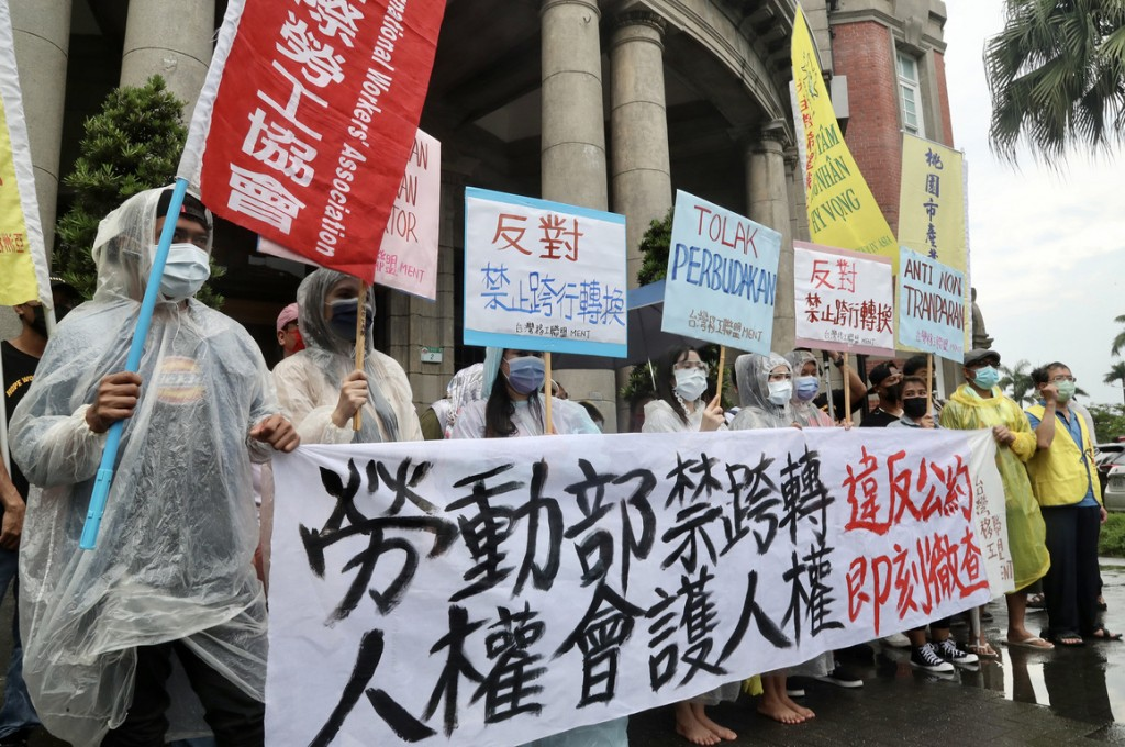 Migrant workers protesting against the new restrictions outside the Control Yuan on Aug. 10.