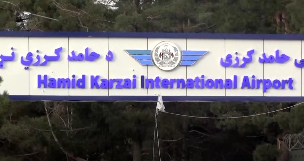 美國軍方29日派出無人機發動反恐空襲,擊毀疑似將襲擊喀布爾卡賽國際機場的ISIS-K武裝份子所駕駛的滿載爆裂物的車輛。(圖/截自路透社)