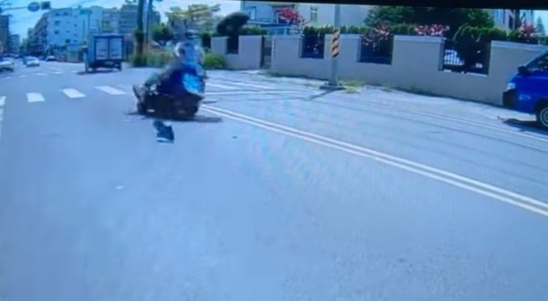 Video shows pair narrowly escape injury from flying tire in southern Taiwan