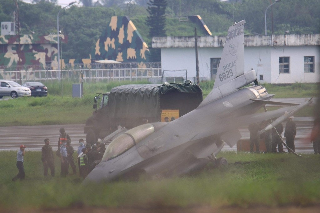 F-16 plows nose-first into ditch. (Reader photo)