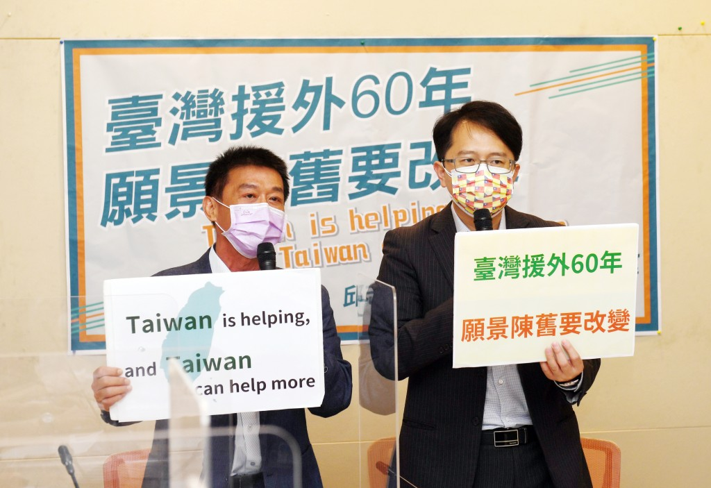 DPP lawmakers Hsu Chih-chieh, Chiu Chih-wei call for new white paper on foreign aid.