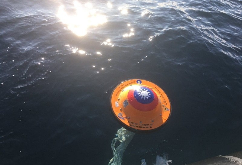 Survey buoys featuring Taiwanflag embark on an Arctic expedition. (Facebook, Chien Hwa photo)