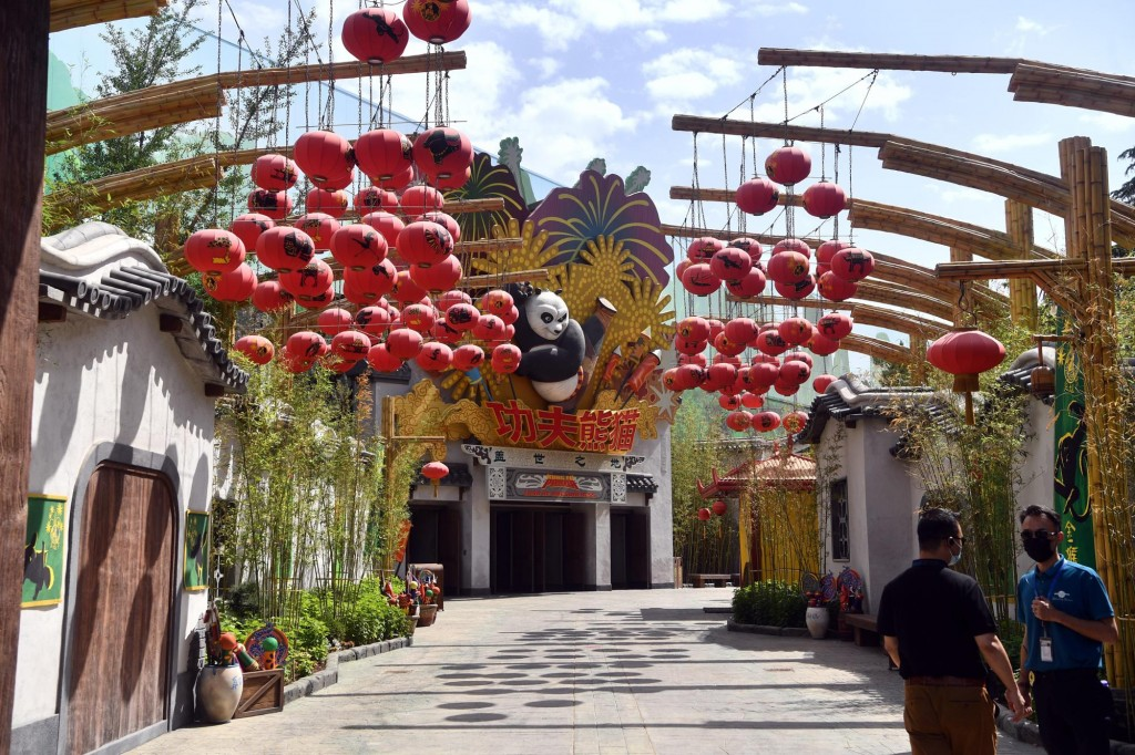 全球第五座且規模最大的北京環球影城,今天展開試營運。(圖/美聯社)