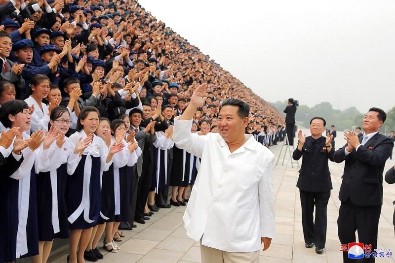 北韓官媒2021年8月31日釋出金正恩參加活動畫面(圖/AP)