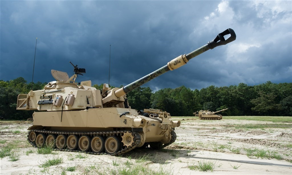 The first eight of 40 Paladin howitzers from the U.S. should arrive in 2023. (CNA, Army mil photo)