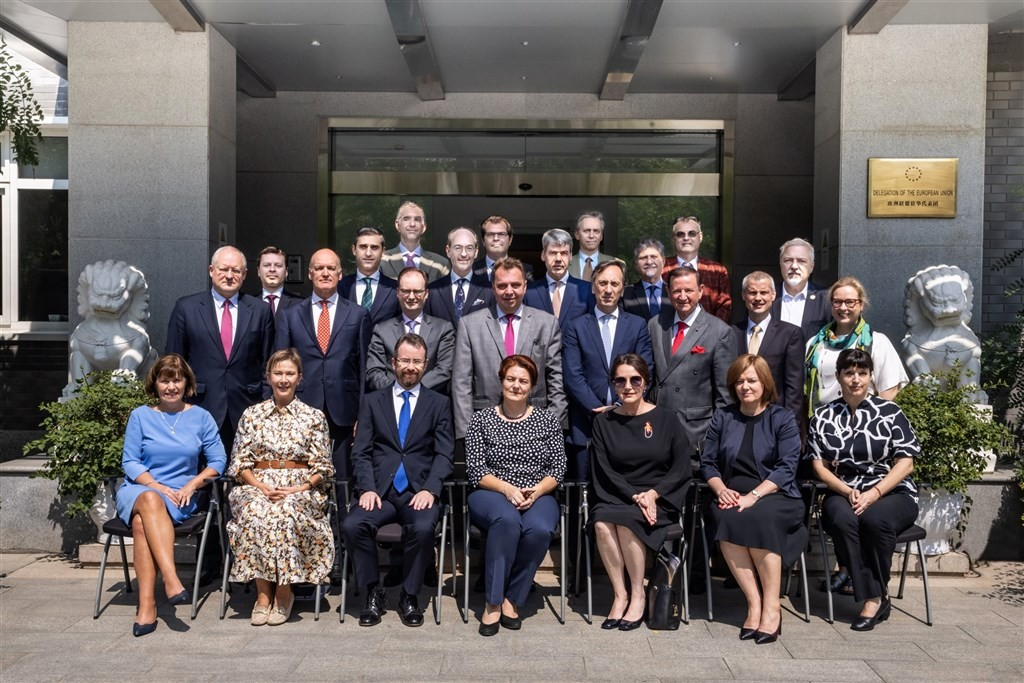 EU envoys in China posed for a picture with Lithuanian ambassador Diana Mickeviciene (front row, center) before her departure (Twitter, TimHarrington8...