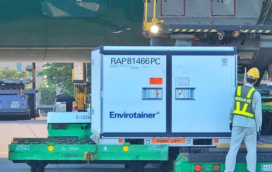 Donated AZ vaccine doses from Poland being unloaded at Taoyuan International Airport on Sept. 5.