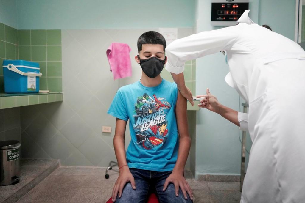 古巴5日開放2歲以上孩童施打國產新冠疫苗。(圖/路透社)