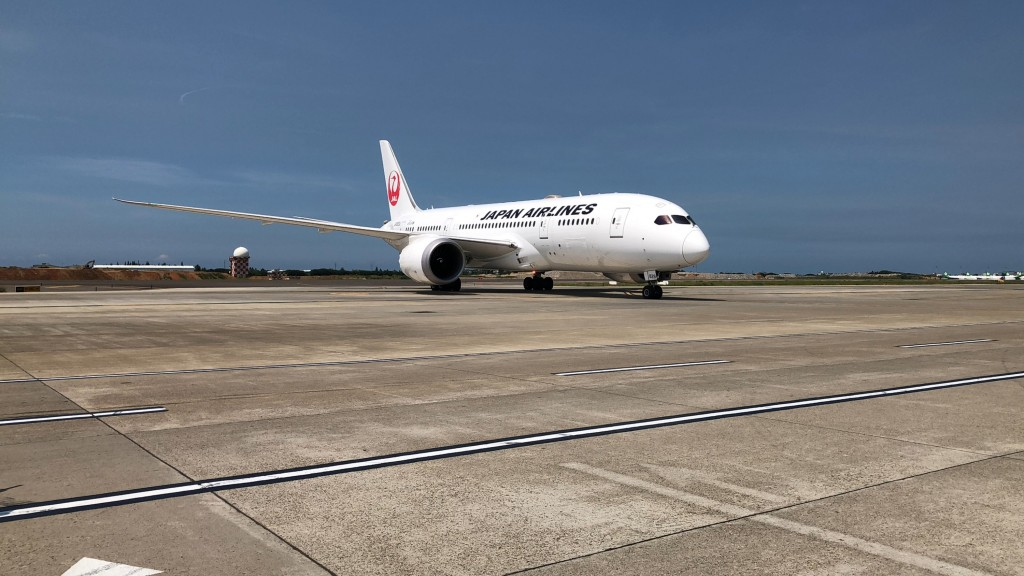 A Japanese aircraft carrying 64,000 vaccine doses arrived in Taiwan at 1:03 p.m. Tuesday.