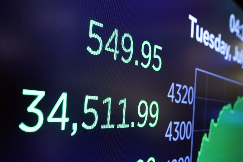 World shares hit record as investors hold to dovish Fed bets