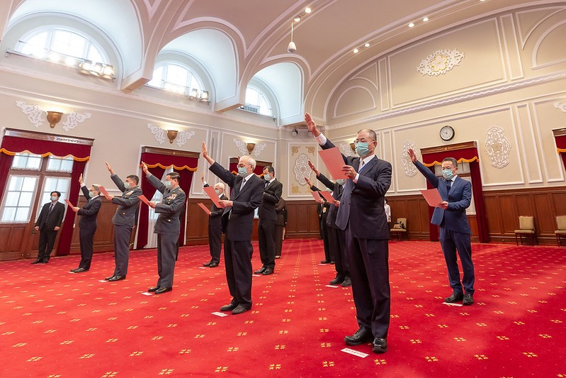 Government officials being sworn in on Tuesday. (Presidential Office photo)