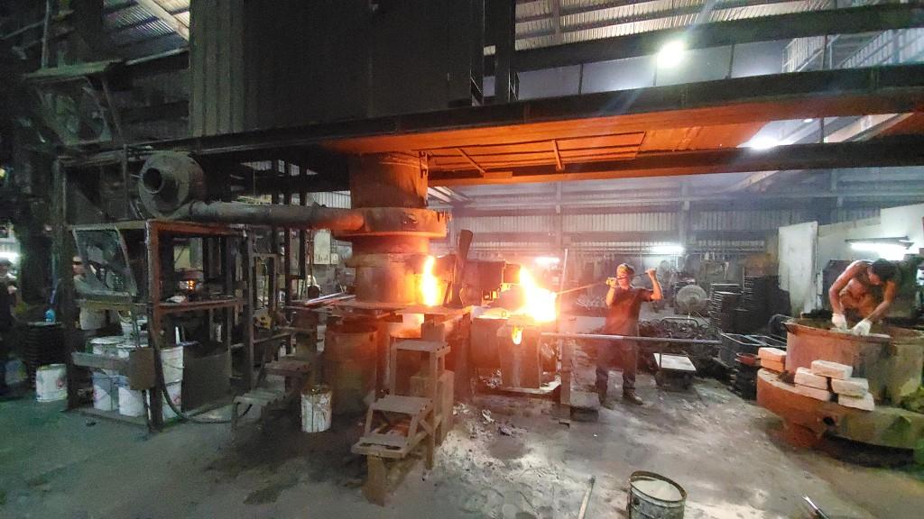 新北環境稽查重案組破獲非法鑄造工廠  逮觀音山區冒煙巨龍
