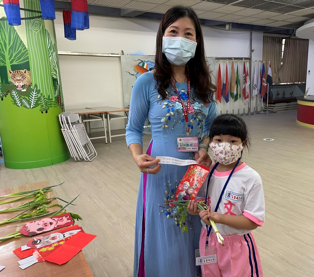 紅繩綁芹菜青蔥、泰式見面禮靜心 新北新住民語文課以各國創意迎開學