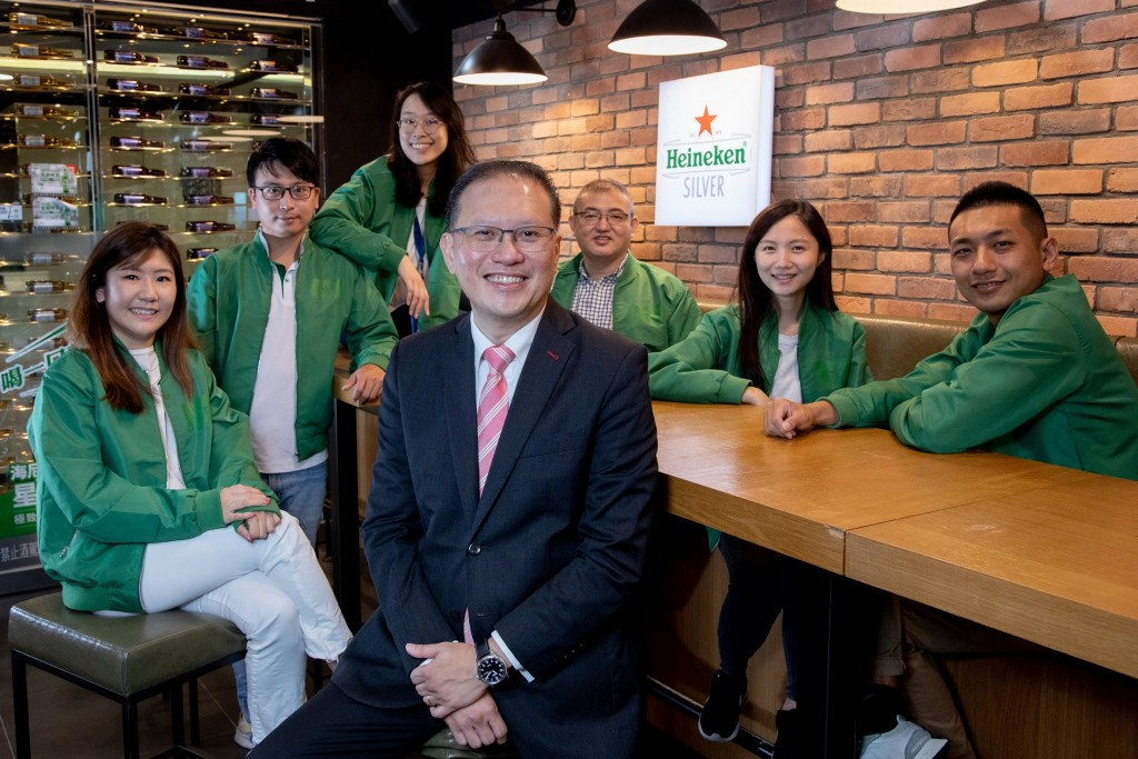 海尼根台灣總經理鄭健發Michael Chin(前)表示,在疫情期間超前部署, 公司率先針對前線銷售團隊、商化人員提供快篩試劑、為全體員工...