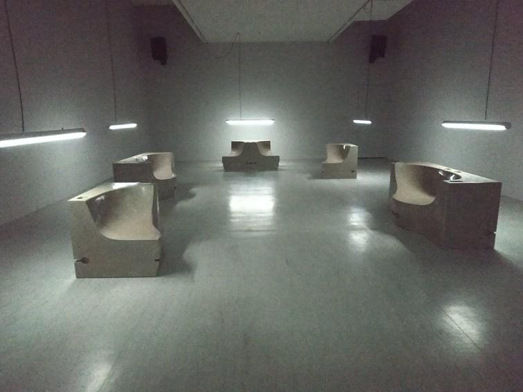 "Luo Jr-shin's newsolo exhibition is titled ""Like a Urinal in a Nightclub."" (Taiwan News, Lyla Liu photo)"