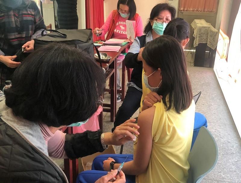 示意圖為金門學生近日接種流感疫苗情形。(金門縣政府提供)中央社