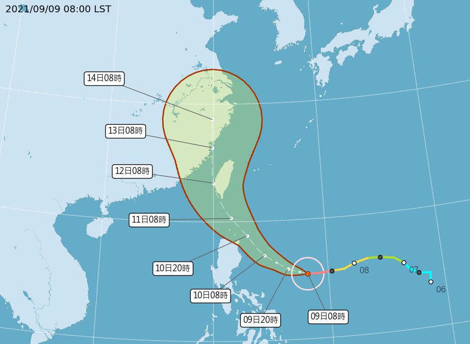 氣象局表示,強烈颱風「璨樹」預計10日進入巴士海峽後,不排除提早北轉登陸台灣,或者從台灣旁的東部、西部海域通過。(氣象局提供)  &nbs...