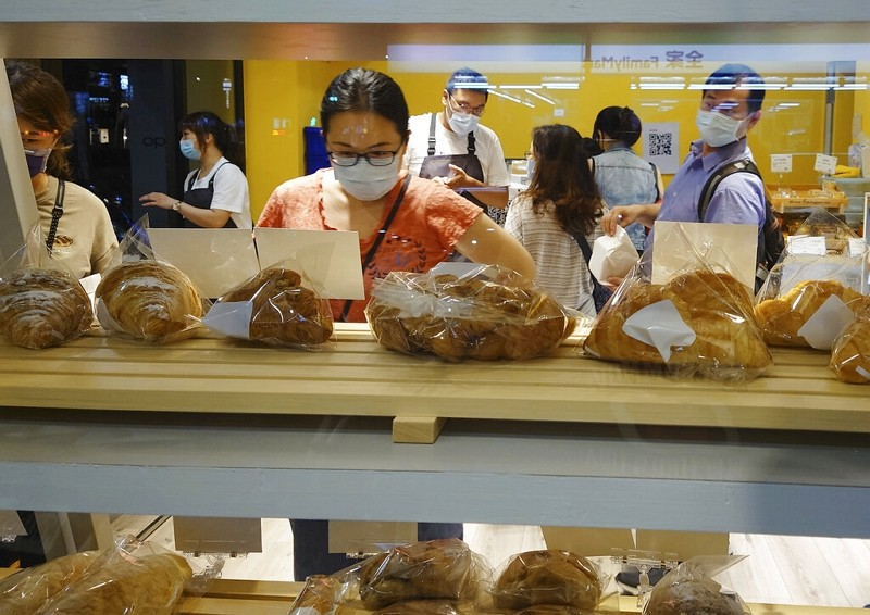 People wear face masks to protect against the spread of the coronavirus as they shopin Taipei,Aug. 30, 2021.