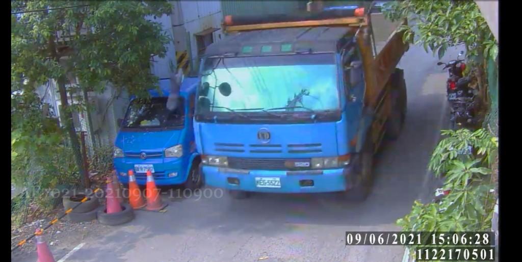 環警合作查緝違法棄置土石方  汐止營建工地遭處停工 司機重罰18萬