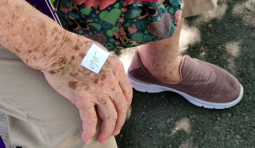美國研究顯示,突破性感染重症多為年長者及多重疾病患者。