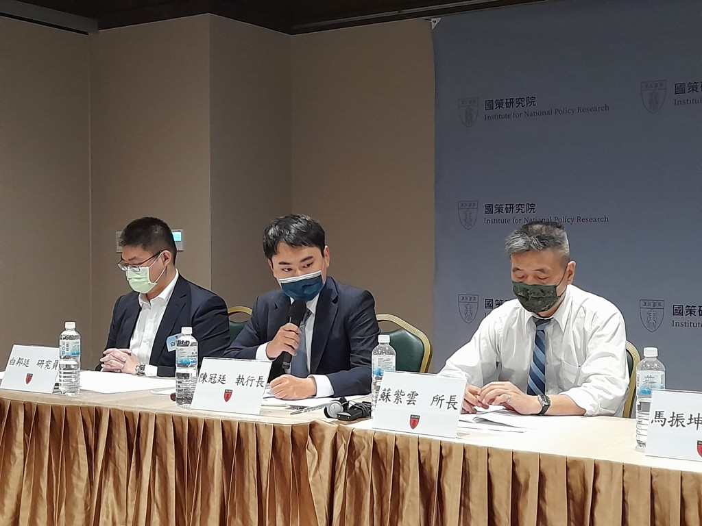Chen Kuan-ting sits among experts at the conference on Wednesday in Taipei. (Taiwan News, Liam Gibson photo)