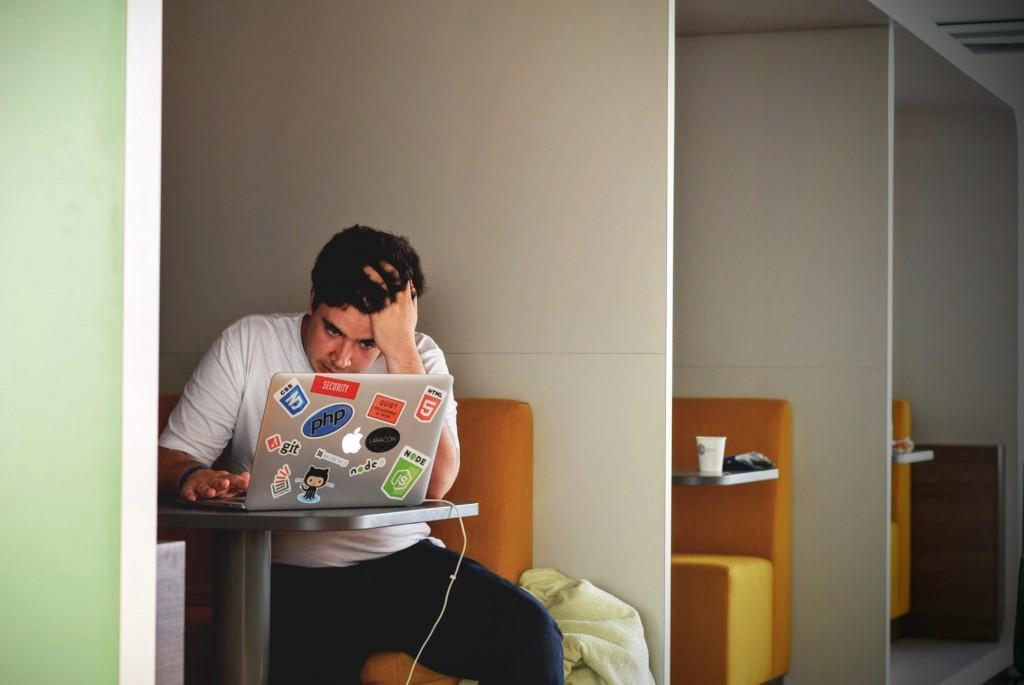 英國寢具公司Sleepseeker所調查「全球最疲憊國家」為新加坡。(圖/Unsplash)