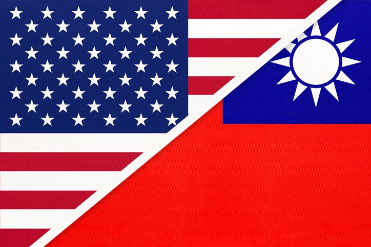 US and Taiwan flags. (gettyimages)