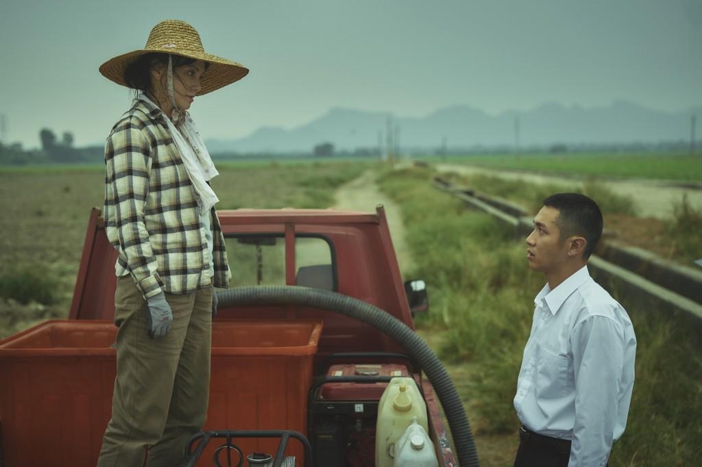 李心潔(左)與柯震東在新片《鱷魚》中上演姊弟戀。(圖片2021台北電影節提供)
