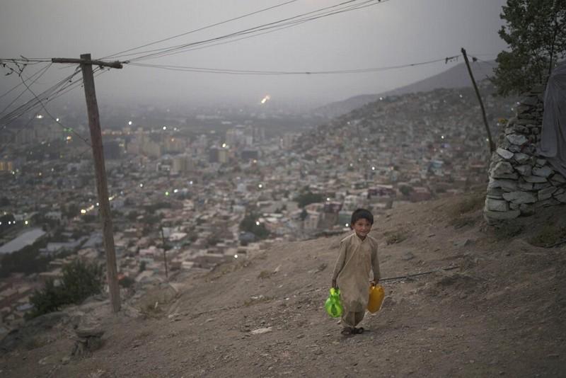 阿富汗首府喀布爾孩童(圖/AP)