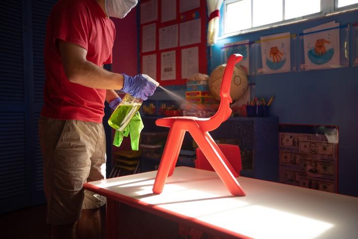 新北板橋某幼兒園群聚延燒,9/13增1例確診者,為染疫學童母親同事的妻子(案16199)。(示意圖/Getty Images)