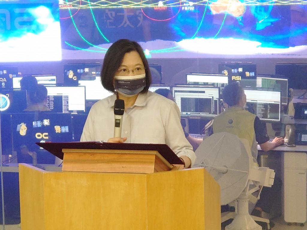 President Tsai Ing-wen visiting the National Space Organization Tuesday.