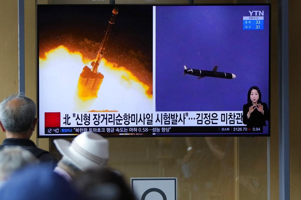 圖為兩天前(9月13日) 南韓媒體報導北韓試射飛彈的消息, 北韓宣稱在周末成功試射巡弋飛彈 (美聯社)