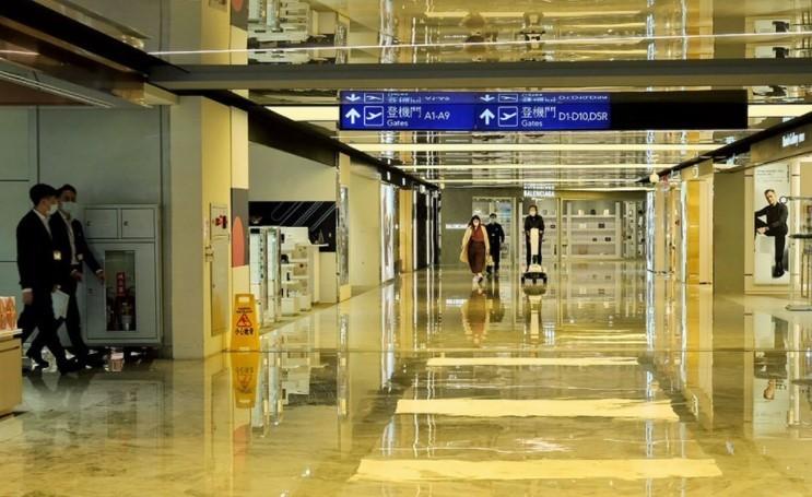 台灣15日新增1例本土確診者為桃園機場負責客艙清消人員。