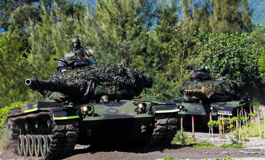 Taiwan M60 tanks conduct counterattack drill at Hualien's Beipu Beach. (Military Agency News photo)