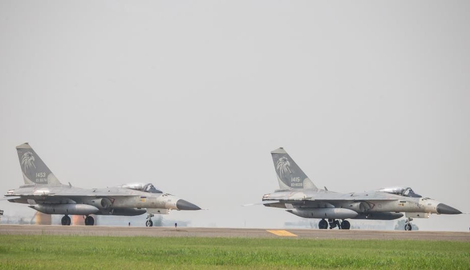 IDFs at Taichung International Airport. (Military News Agency photo)