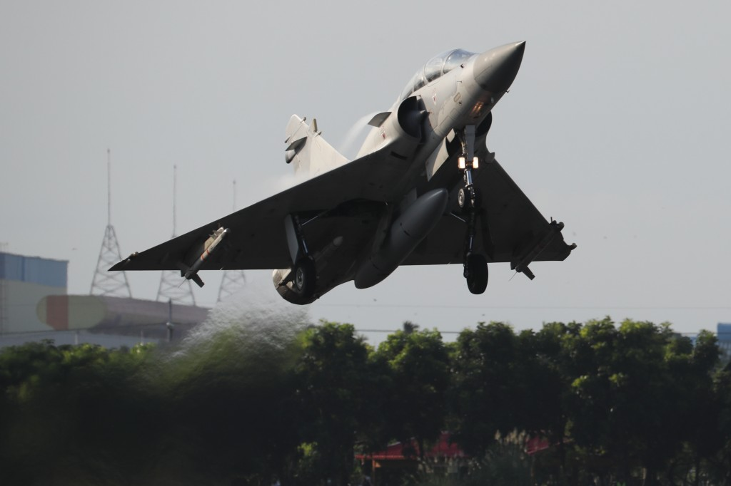 Taiwan and France's Dassault sign service agreement for Mirage jets   Taiwan News   2021-09-18 13:37:00