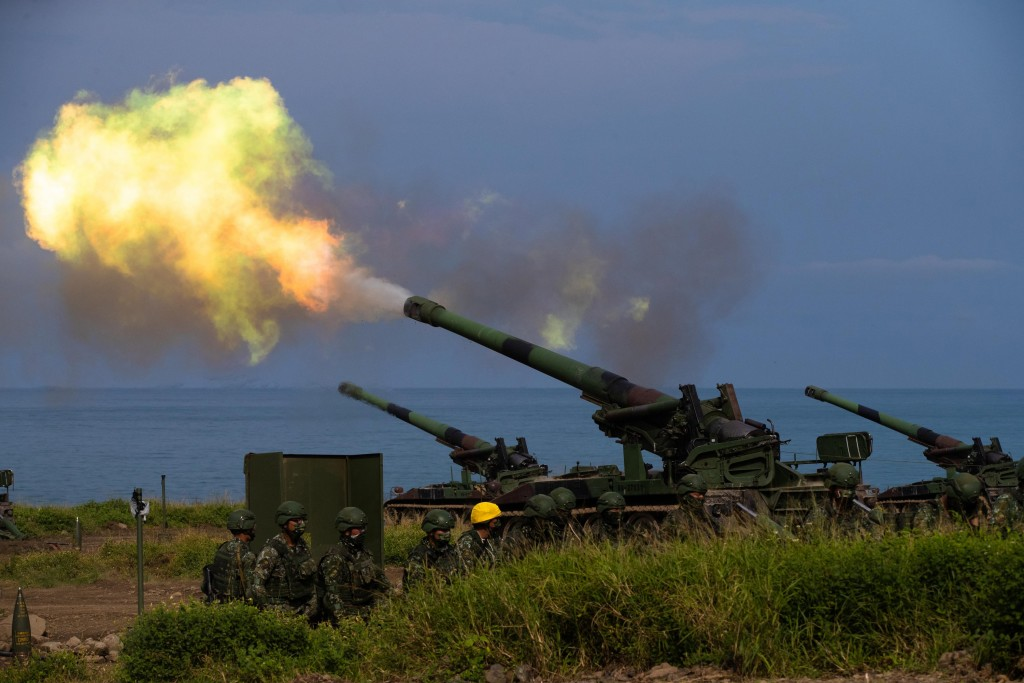 An M110A2 howitzer firing in Pingtung County Thursday during the Han Kuang 37 war games.