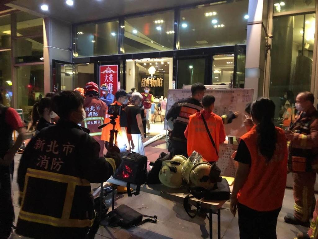 New Taipei teen sets fire to apartment, locks family on balcony over video games