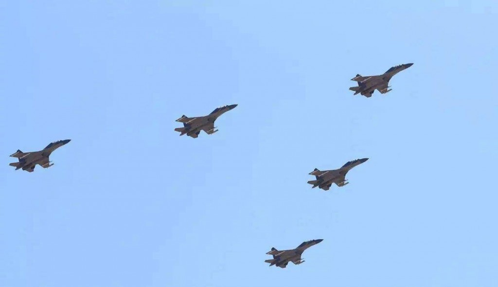 J-16 fighter jets flying in formation. (Weibo image)