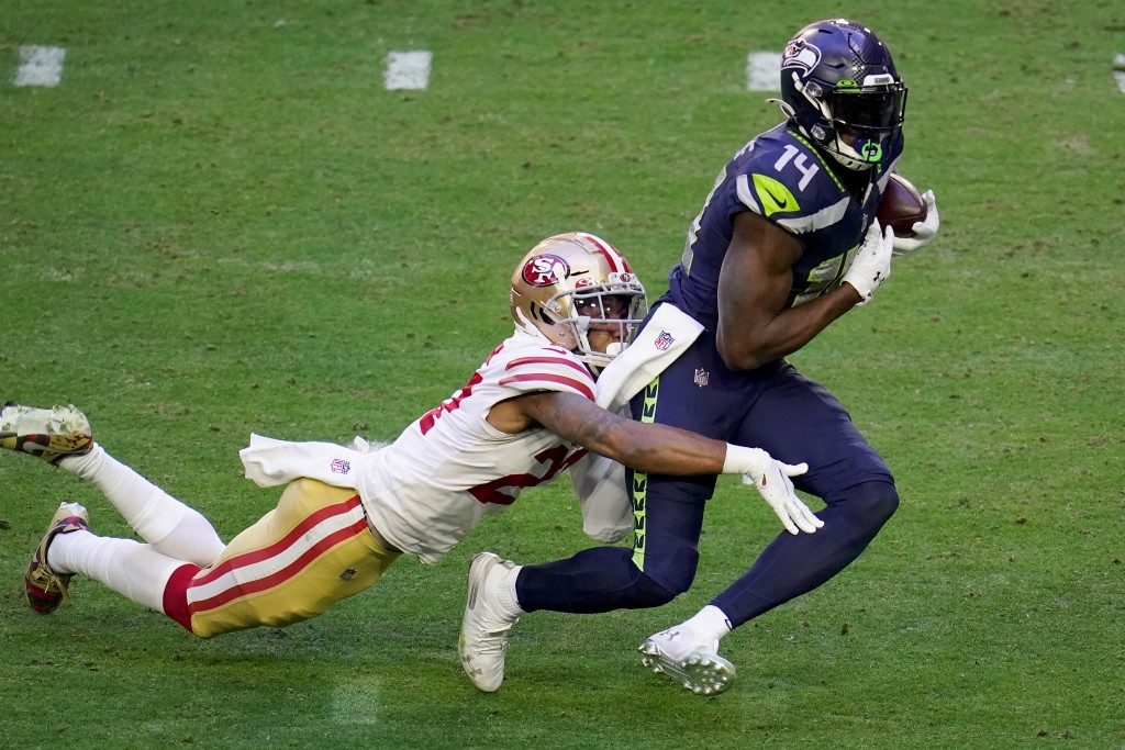 CORRECTS TO 49ERS CORNERBACK DONTAE JOHNSON NOT 49ERS CORNERBACK JASON VERRETT - Seattle Seahawks wide receiver DK Metcalf (14) makes a catch as San F...