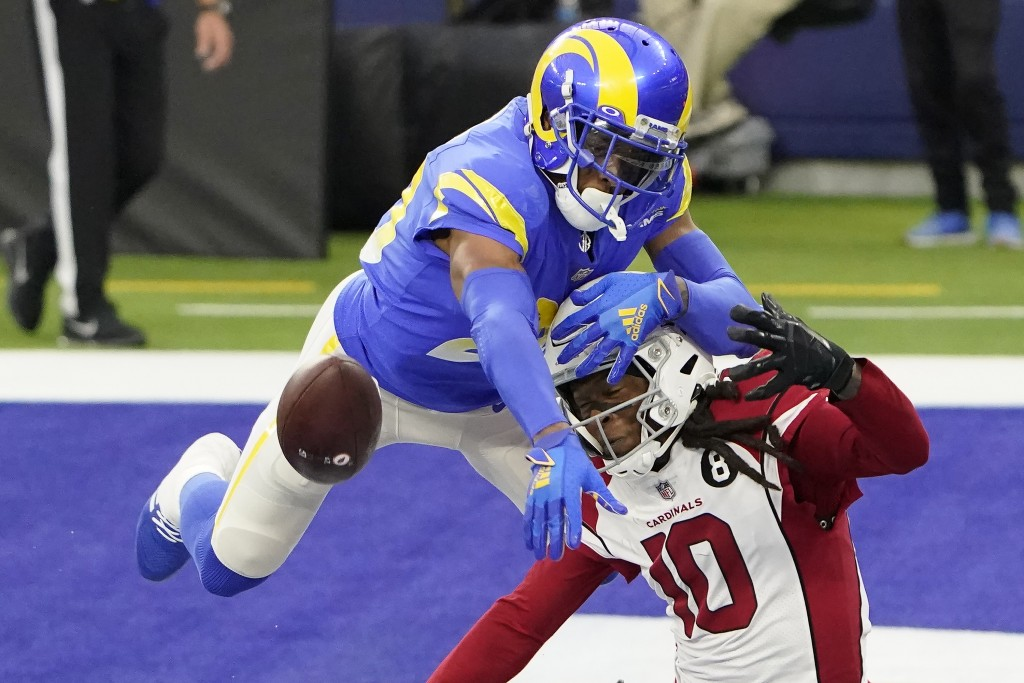 Los Angeles Rams cornerback Jalen Ramsey (20) defends a pass intended for Arizona Cardinals wide receiver DeAndre Hopkins (10) during the second half ...