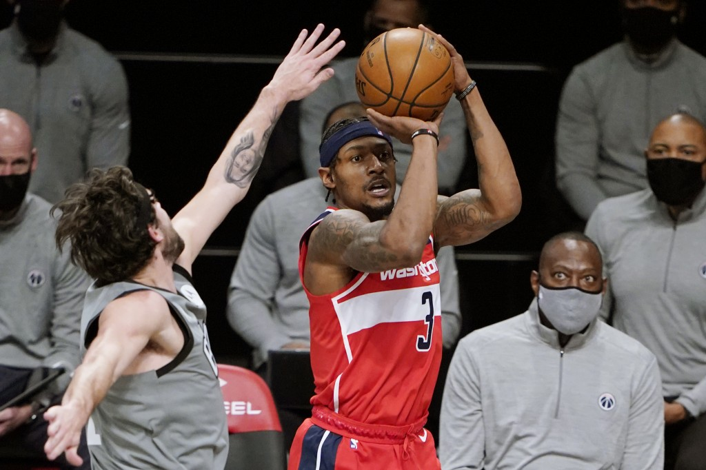 Brooklyn Nets guard Joe Harris, left, defends Washington Wizards guard Bradley Beal, right, during the first quarter of an NBA basketball game, Sunday...