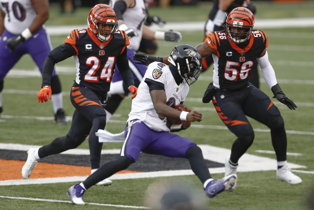 Baltimore Ravens quarterback Lamar Jackson (8) scrambles away from Cincinnati Bengals strong safety Vonn Bell (24) and middle linebacker Josh Bynes (5...