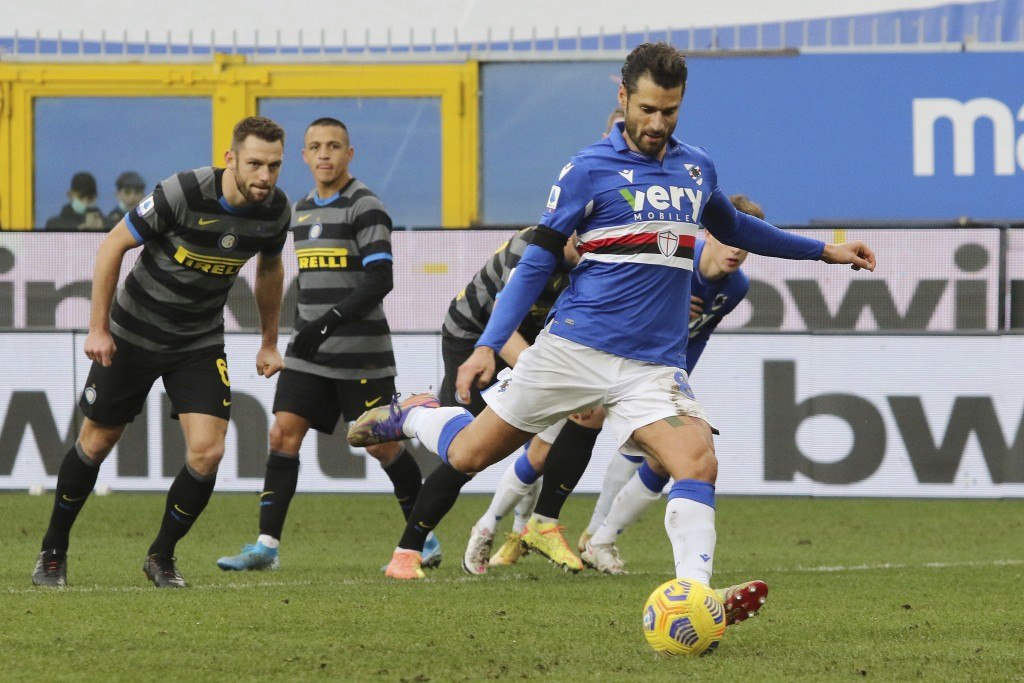 Sampdoria's Antonio Candreva scores on a penalty his side's first goal during the Serie A soccer match between Sampdoria and Inter Milan at     the Lu...