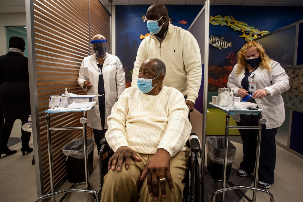 Baseball Hall of Famer Hank Aaron prepares to receive his COVID-19 vaccination on Tuesday, Jan. 5, 2021, at the Morehouse School of Medicine in Atlant...