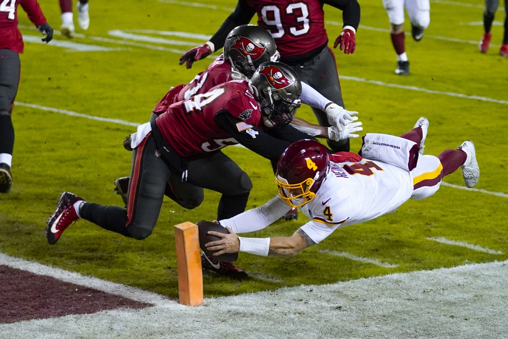 Washington Football Team quarterback Taylor Heinicke (4) dives to score a touchdown against Tampa Bay Buccaneers inside linebackers Kevin Minter (51) ...