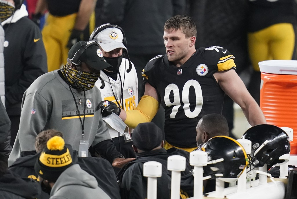Pittsburgh Steelers head coach Mike Tomlin, left, talks with his defense, including outside linebacker T.J. Watt (90), during the second half of an NF...