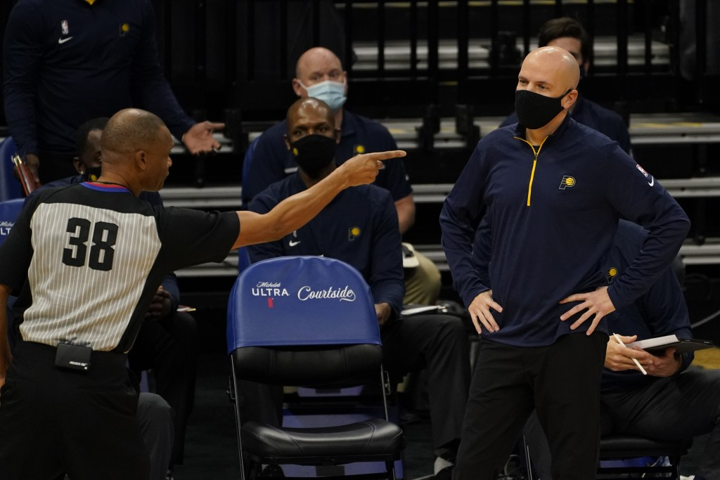 Indiana Pacers coach Nate Bjorkgren, right, watches as referee Michael Smith calls an offensive foul against the Pacers during the first half of an NB...