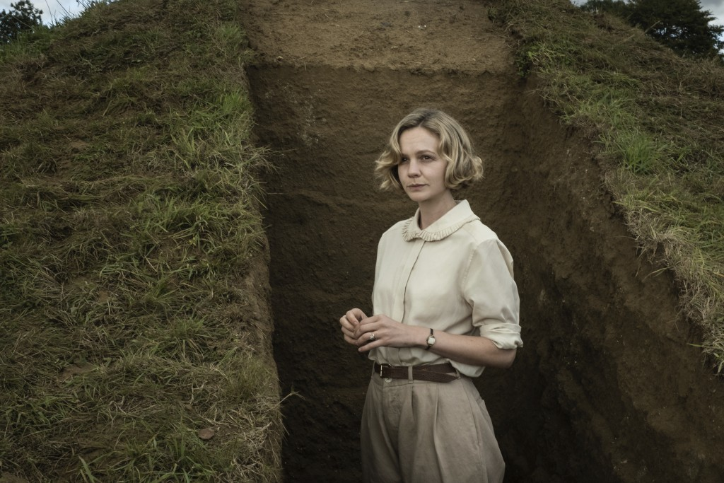 """This image released by Netflix shows Carey Mulligan in a scene from """"The Dig.""""  (Larry Horricks/Netflix via AP)"""