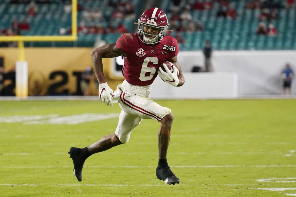 Alabama wide receiver DeVonta Smith runs for a touchdown against Ohio State during the first half of an NCAA College Football Playoff national champio...